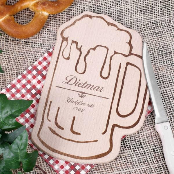 Holzbrettchen Bierkrug als Geschenk zum Vatertag