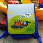 blauer Kinderrucksack mit kleinem Güterzug und Wunschname