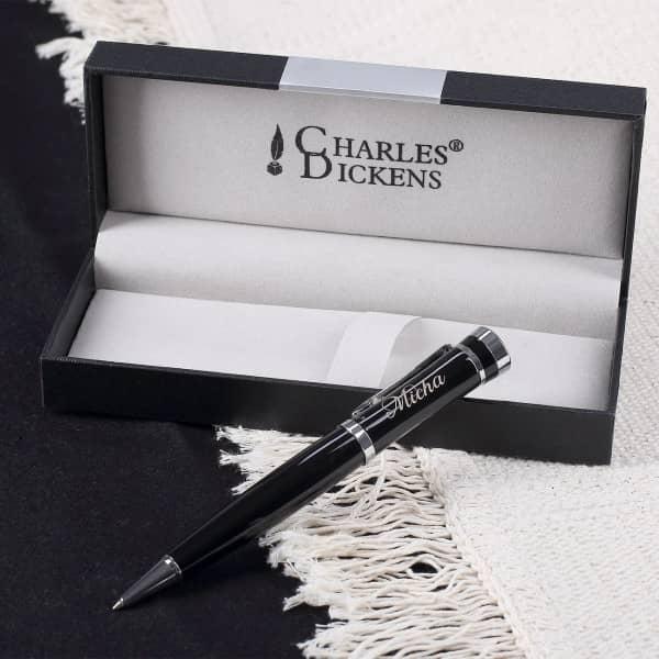 Individuellbesonders - Schwarzer Charles Dickens Kugelschreiber mit edler Namensgravur - Onlineshop Geschenke online.de