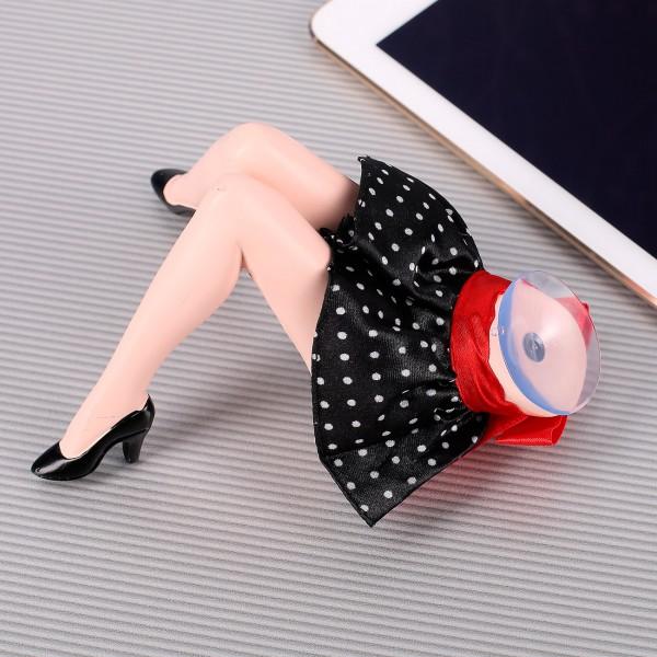 sexy Frauenbeine als Halterung für iPad und Smartphone