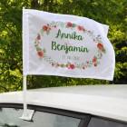 Autofahne zur Hochzeit mit Blumen, Namen und Datum