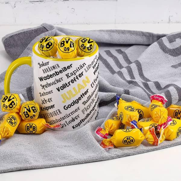 Fußballtasse mit BVB Bonbons und Lollis gefüllt