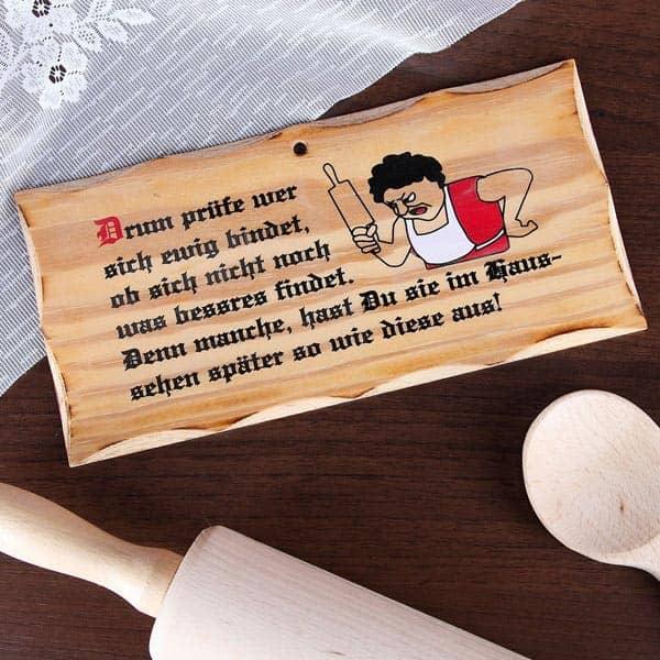 Holzschild mit aufgedrucktem Spruch