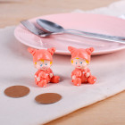 Zwei Babyfiguren in Orange