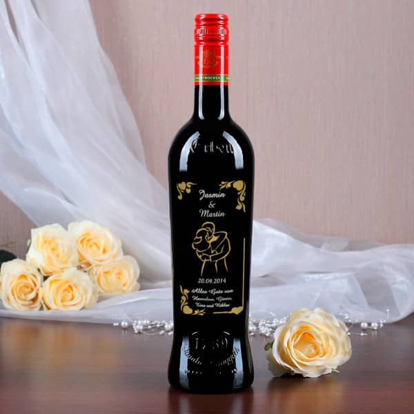 Weinflasche zur Hochzeit mit persönlicher Gravur in silber und gold