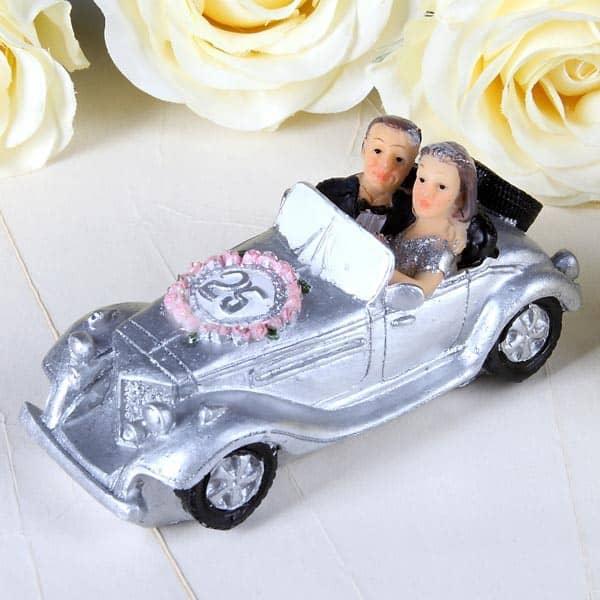 Silber Brautpaar im Auto