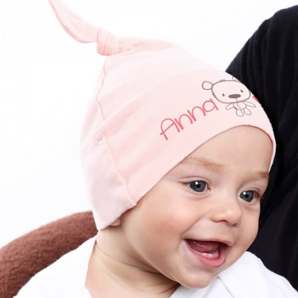 Rosa Babymütze mit Ihrem Wunschnamen bedruckt