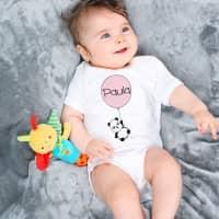 Babybody mit Pandamotiv und Name im Luftballon