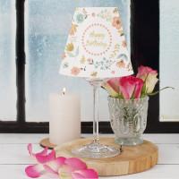 Hübscher Lampenschirm für Weingläser als Geburtstagsdekoration