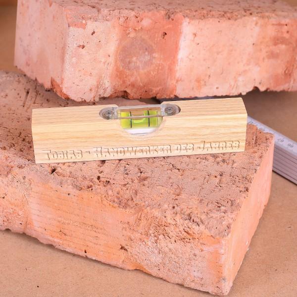 Wasserwaage aus Holz mit Wunschgravur