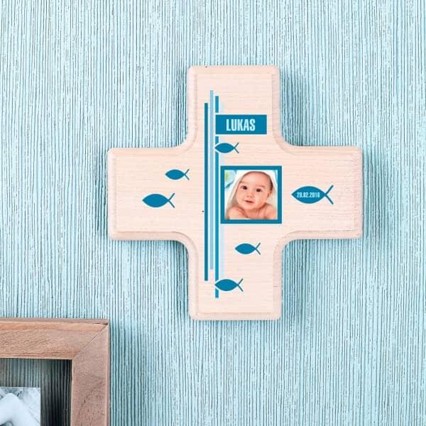 Kleines Holzkreuz für Jungen zur Taufe mit Foto, Namen und Datum
