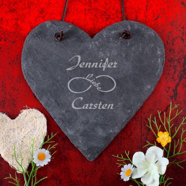 Gravierte Schieferplatte mit Symbol der unendlichen Liebe und Namen des Paares