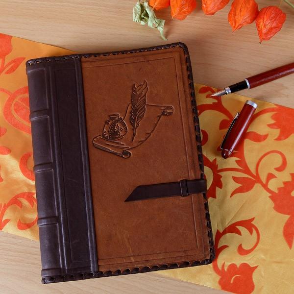 Nostalgisches Tagebuch mit Lederumschlag