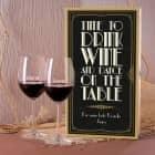 Weinset im Stil der 20er Jahre mit Holzbox und zwei Weingläsern