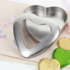 Herzdose aus Metall mit Sichtfenster