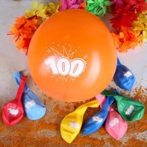 Luftballons mit der Zahl 100 bedruckt