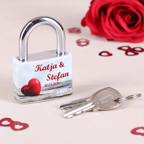 Liebesschloss zum Valentinstag mit Herzaufdruck und Ihren Wunschnamen Herz