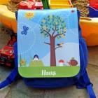 blauer Kindergartenrucksack mit Landschaft und Namen
