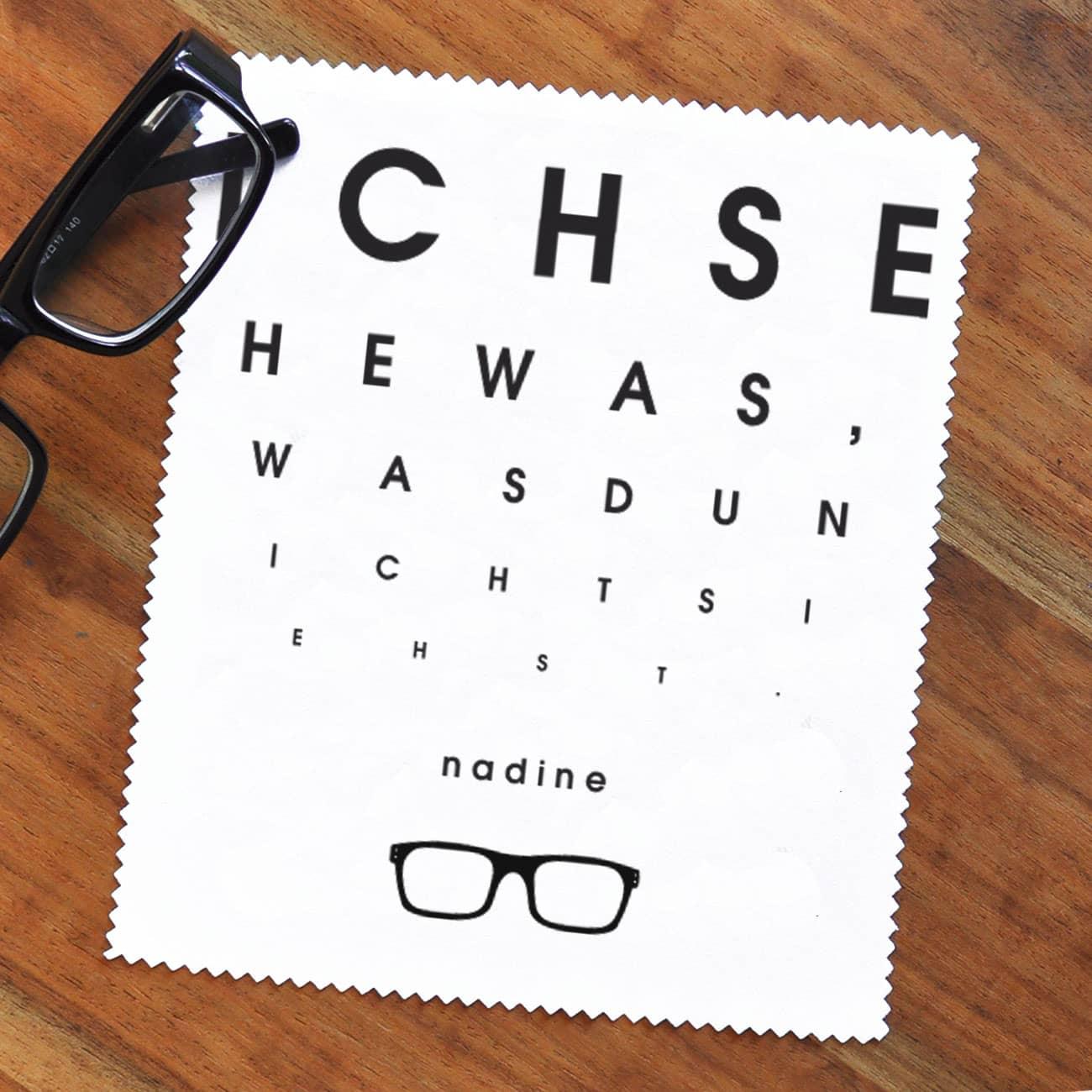 mit ihrem wunschnamen bedrucktes brillenputztuch als sehtest geschenke. Black Bedroom Furniture Sets. Home Design Ideas
