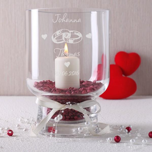 Windlicht zur Hochzeit mit Datum, den Namen des Paares, Herzen und Ringen