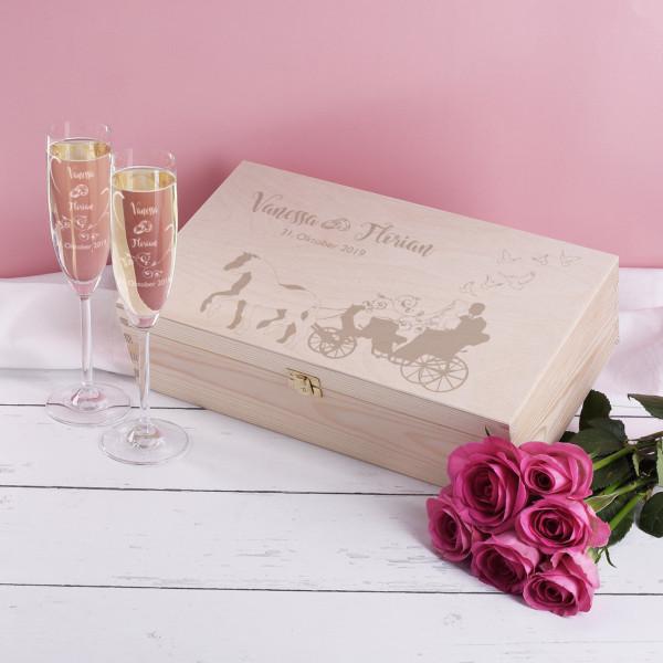 Hübsche Holzbox mit zwei Sektgläsern im Set mit persönlicher Gravur
