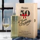 Geschenkset zum 50. Geburtstag mit graviertem Weinglas und Weinflasche in persönlicher Holzbox