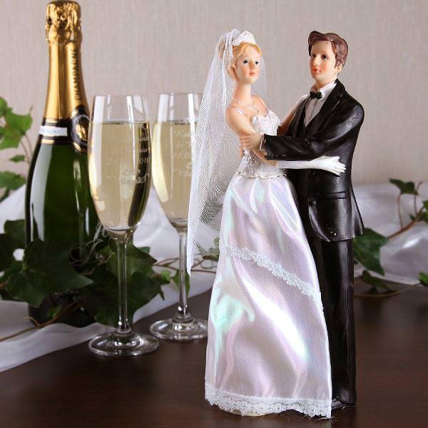 Hochzeitspaar mit Stoffleid - Braut links