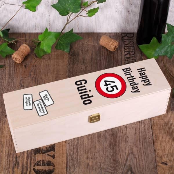 Wein Geschenkbox zum Geburtstag mit Achtung Verkehrszeichen, Alter und Name
