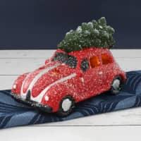 LED Weihnachtsauto in Rot mit Tannenbaum