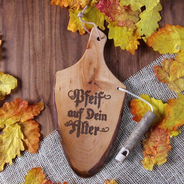 Griffrinde aus Holz mit Pfeife