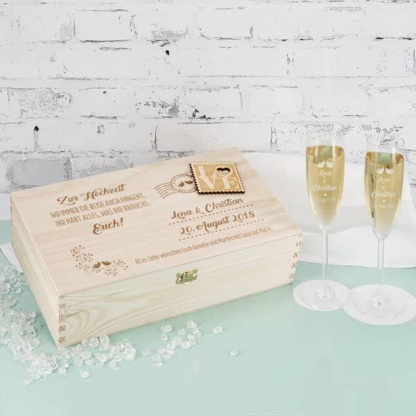 Gravierte Sektgläser zur Hochzeit in edler Holzverpackung mit Applikation