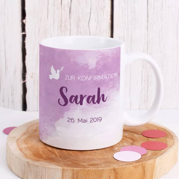 Tasse zur Konfirmation mit Name und Datum in violett