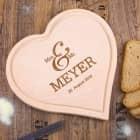 Hochzeitsgeschenk - graviertes Herzbrettchen Mr & Mrs mit Name und Datum