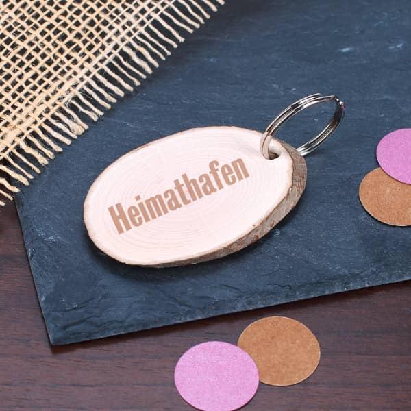 Ausgefallenkleineaufmerksamkeiten - Schlüsselanhänger mit Holzscheibe und Ihrem Wunschtext - Onlineshop Geschenke online.de