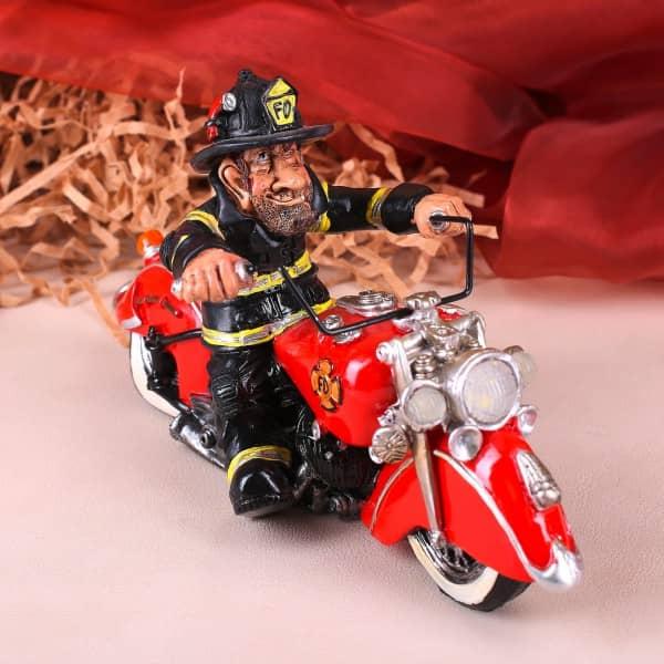 Dekofigur Feuerwehrmann auf Motorrad