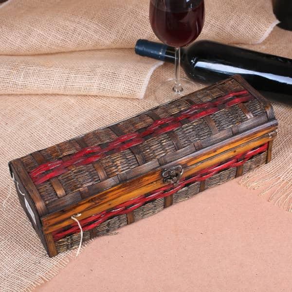 rustikale Flaschenverpackung aus Holz