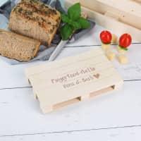 Holzpalette als Fingerfood-Platte mit Namensgravur
