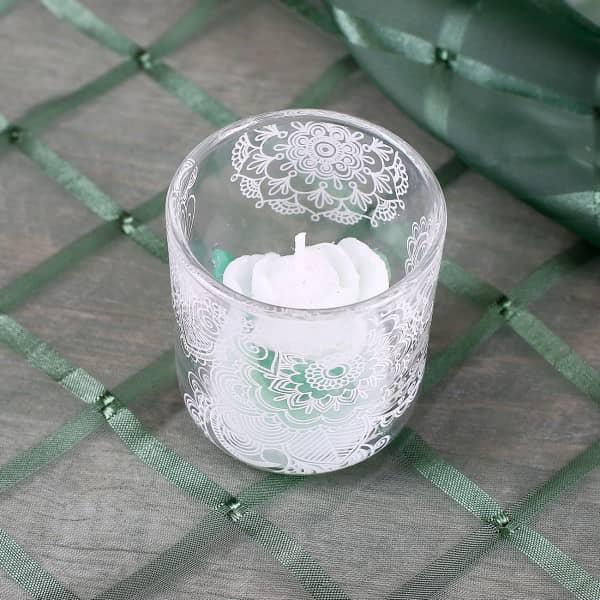 Wei e kerze im glas mit rose und floralem motiv for Kerze glas