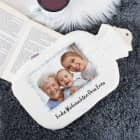 Weiße Wärmflasche mit Fotoaufdruck und Schneeflockenrahmen