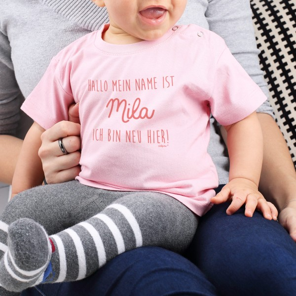 Babyshirt Ich bin neu hier in rosa mit Namensaufdruck