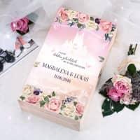 Märchenhochzeit Erinnerungsbox bedruckt mit Namen des Paares und Hochzeitsdatum