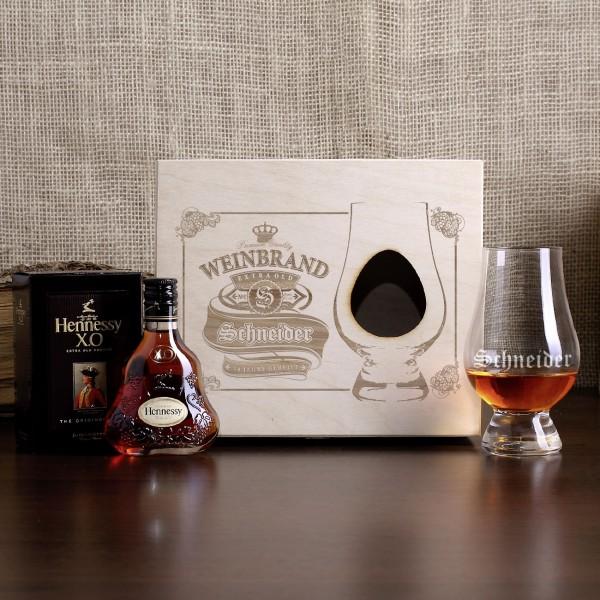 Geschenk-Set mit Hennessy-Cognac, graviertem Nosingglas und gravierter Geschenkverpackung aus Holz