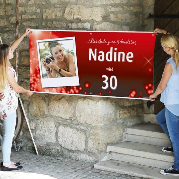 rotes Geburtstagsbanner mit Ihrem Foto im Polaroid, Wunschname und Alter