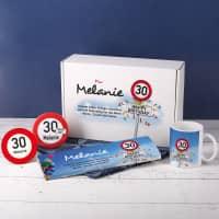 Geschenkbox zum 30. Geburtstag mit Verkehrszeichenmotiv