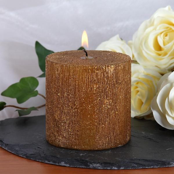 goldene Kerze als Dekoration