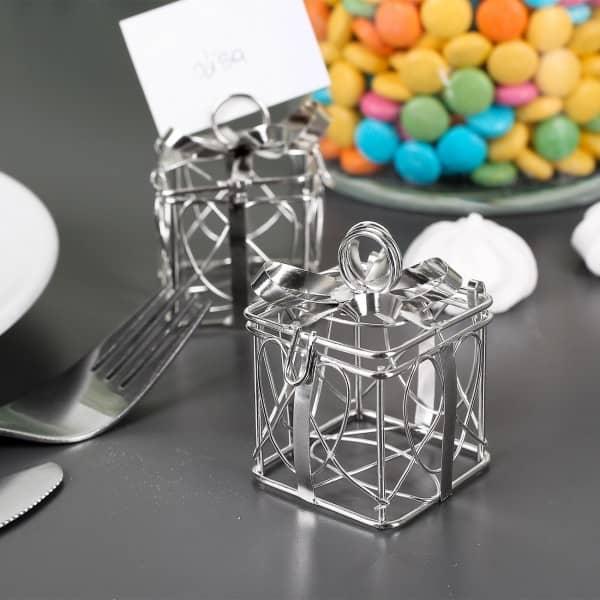 2 kleine silberne Geschenkboxen für Süssigkeiten