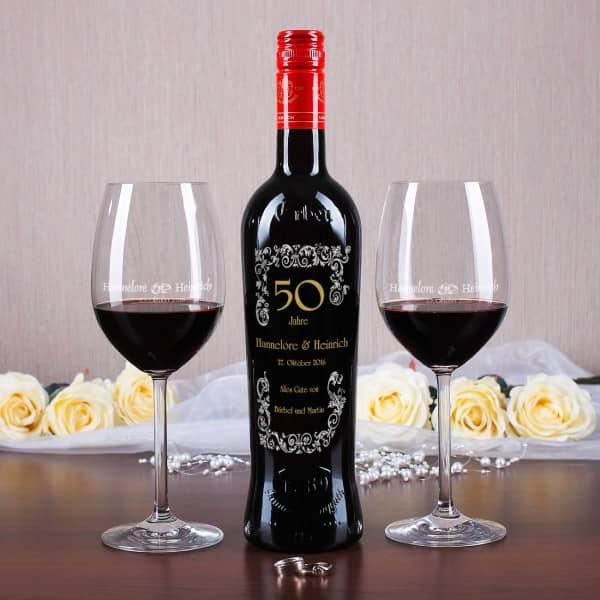 personalisiertes Set mit Wein und Weingläsern zur Goldenen Hochzeit