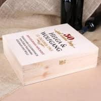 Geschenkverpackung aus Holz mit persönlichem Aufdruck zur goldenen Hochzeit