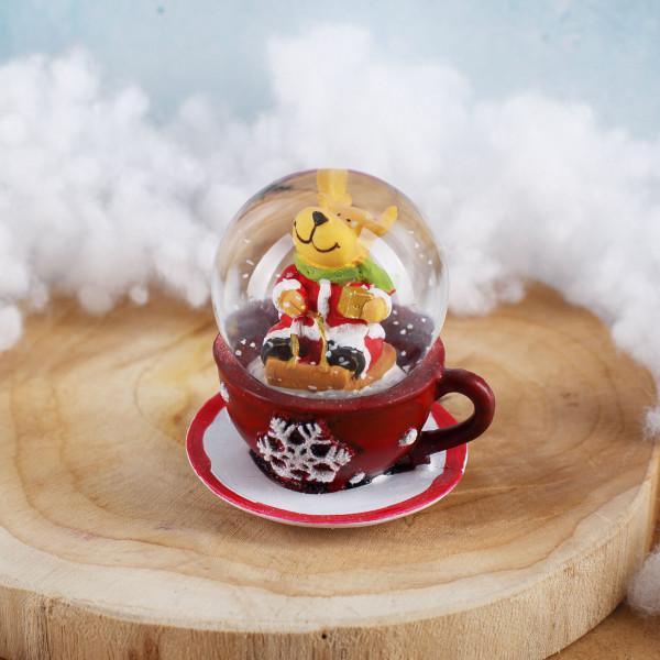 Schneekugel Rentier auf roter Tasse