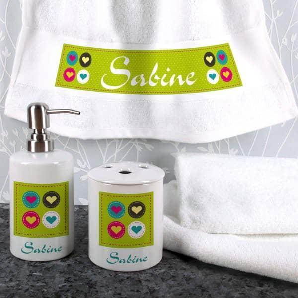Individuellbadzubehör - 4 teiliges Geschenkset für's Bad mit Herzen - Onlineshop Geschenke online.de